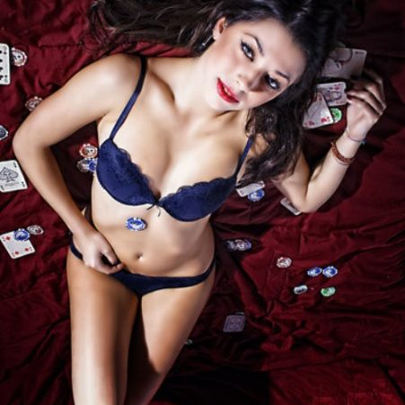 topless-poker-dealer-strippers-montreal